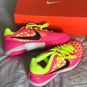 Nike Shoes - BNWT Nike Zoom Sneakers